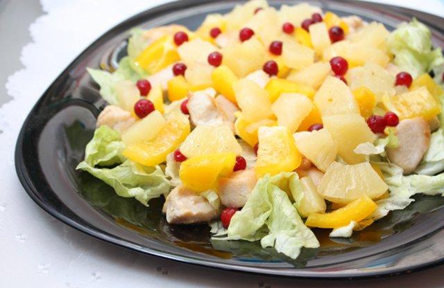 Салат с ананасами и рецепт с