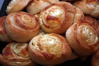 Рецепт Сырные булочки из слоеного теста