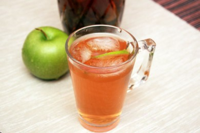 Рецепт Холодный чай с мятой и яблоком