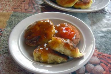 Рецепт Сырники с вяленой грушей