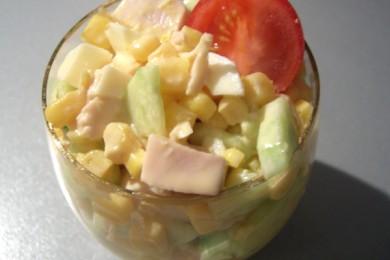 Рецепт Куриный салат с огурцами и манго