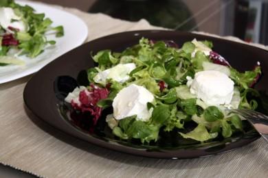 Рецепт Зеленый салат с козьим сыром