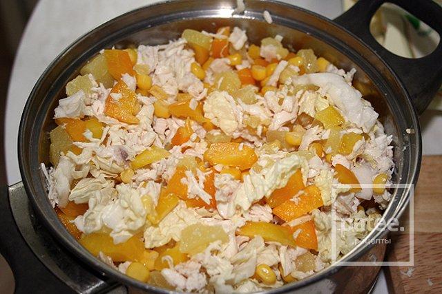 Отварная курица с ананасом салат