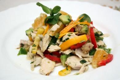 Рецепт Куриный салат с авокадо и сладким перцем