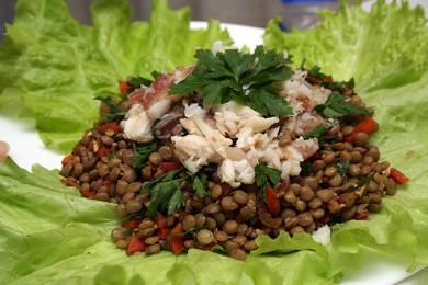 Рецепт Салат из чечевицы с копченой рыбой