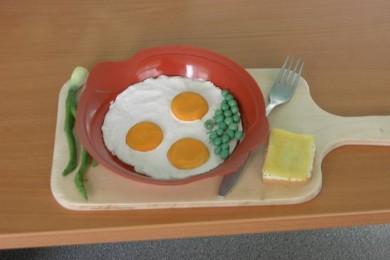Рецепт Яичница с зеленым горошком