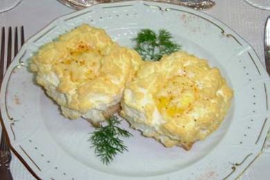 Рецепт Яичница с гренками и сыром