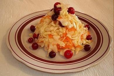 Рецепт Салат из капусты с клюквой