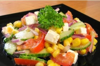 Рецепт Салат с овощами, кукурузой и брынзой