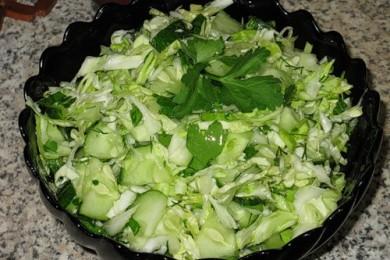 Рецепт Салат из свежей капусты с огурцами
