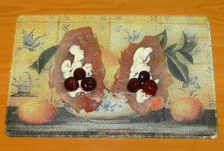 Рулетики из свинины с вишней - приготовление