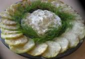 Кабачки с чесночным соусом в пармезане