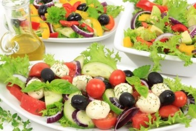 Рецепт Испанский салат из помидоров и кукурузы