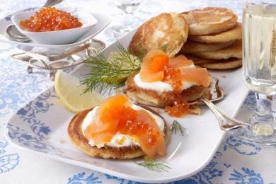Рецепт Блины с икрой и лососем