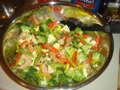 Рецепт Салат с креветками и с лимонным соусом