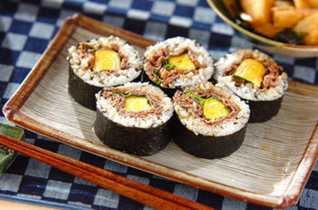 Суши бар блюда из риса и мяса