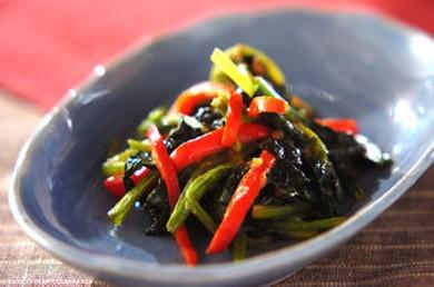Рецепт Салат из жареного шпината с арахисовым маслом