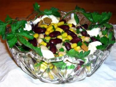 Рецепт Салат с сухариками и фасолью