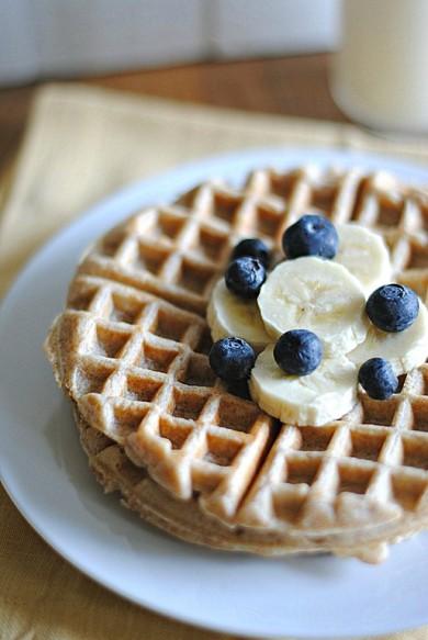 Рецепт Банановые вафли из цельнозерновой муки — рецепт для вафельницы