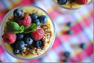 Рецепт Лимонный творожный мусс с ягодным миксом