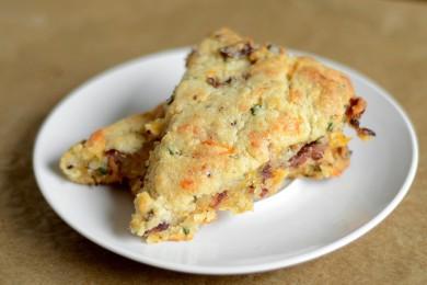 Рецепт Пирог с зеленым луком, беконом и сыром Чеддер