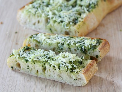 Рецепт Чесночный хлеб со сливочным маслом и базиликом