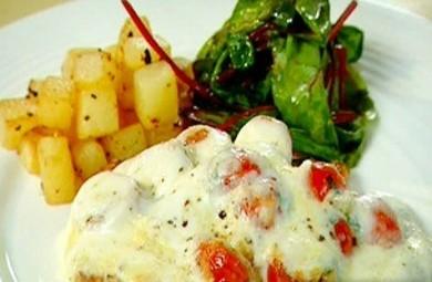 Рецепт Куриные эскалопы с помидорами и моцареллой