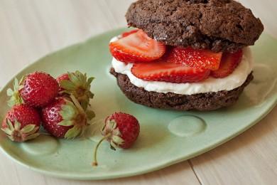 Рецепт Шоколадно-клубничное пирожное