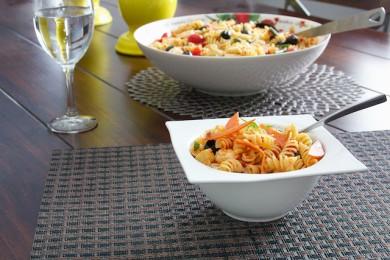 Рецепт Салат с вялеными помидорами и макаронами