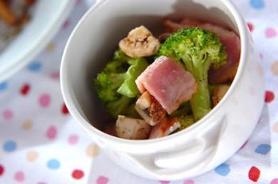 Рецепт Горячий салат из ветчины с овощами и сыром