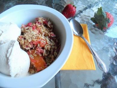 Рецепт Хрустящий десерт с манго и клубники