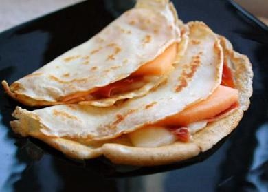 Рецепт Крепы с ветчиной, сыром и дыней
