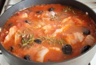 Треска в томатном соусе с черносливом - Шаг 3