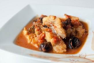 Треска в томатном соусе с черносливом - Шаг 4