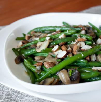 Рецепт Теплый салат из зеленой фасоли и шампиньонов
