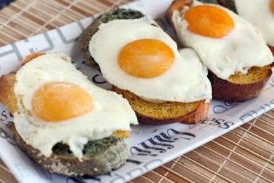 Рецепт Тосты с яйцом на завтрак