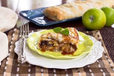 Рецепт Карамельный яблочный штрудель