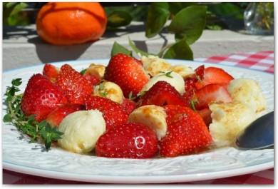 Рецепт Салат из клубники и моцареллы