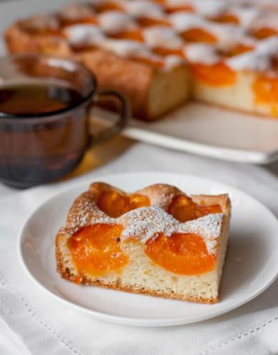 Рецепт Бисквитный абрикосовый пирог