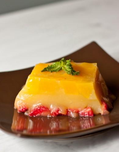 Рецепт Желе с персиками и клубникой