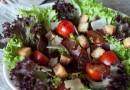 Салат с бастурмой и помидорками черри