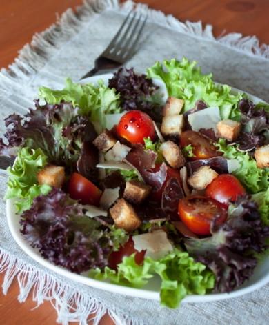 Рецепт Салат с бастурмой и помидорками черри