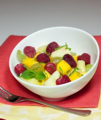 Рецепт Салат из экзотических фруктов с малиной
