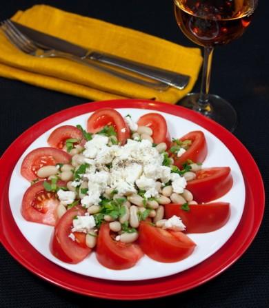 Рецепт Салат из томатов и фасоли в средиземноморском стиле
