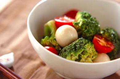 Рецепт Салат из брокколи с перепелиным яйцом