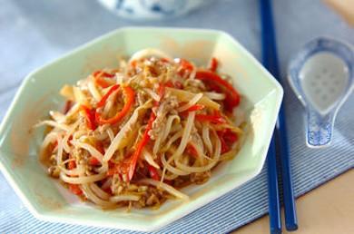 Рецепт Горячий салат из ростков фасоли со свиным фаршем