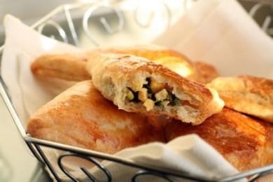 Рецепт Слоеные пирожки с зеленым луком