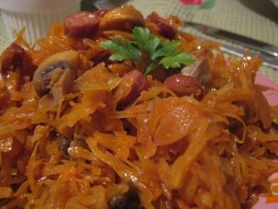 Рецепт Тушеная капуста с грибами и охотничими колбасками