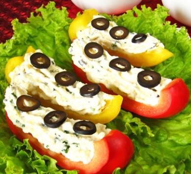 Рецепт Болгарский перец с сыром, чесноком и оливками