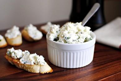 Рецепт Домашний сыр рикотта с базиликом и лимоном